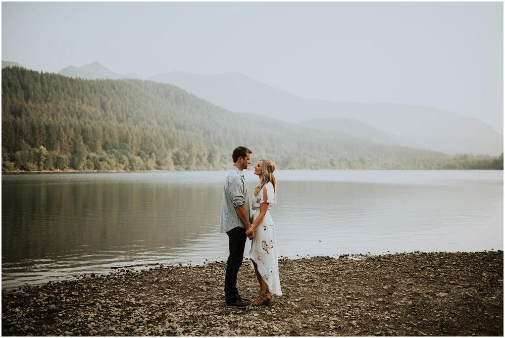 alicia-and-andy-rattlesnake-lake-engagement-session-seattle-wedding-photographer-caitlyn-nikula-017.jpg