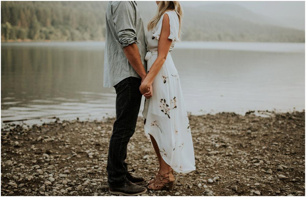 alicia-and-andy-rattlesnake-lake-engagement-session-seattle-wedding-photographer-caitlyn-nikula-018.jpg