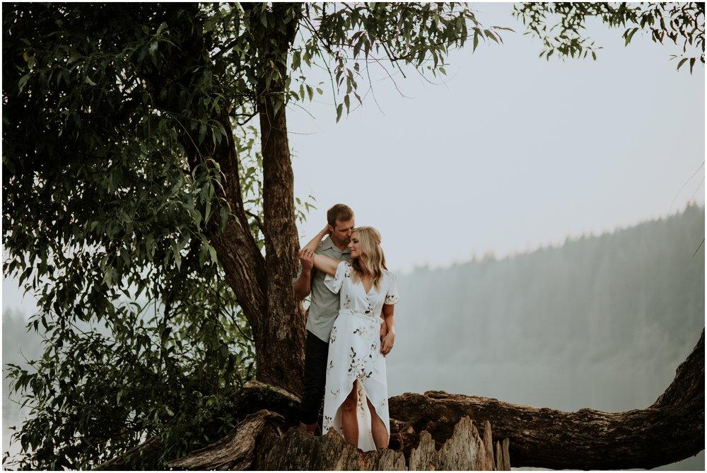 alicia-and-andy-rattlesnake-lake-engagement-session-seattle-wedding-photographer-caitlyn-nikula-024.jpg