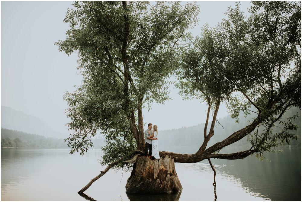 alicia-and-andy-rattlesnake-lake-engagement-session-seattle-wedding-photographer-caitlyn-nikula-023.jpg