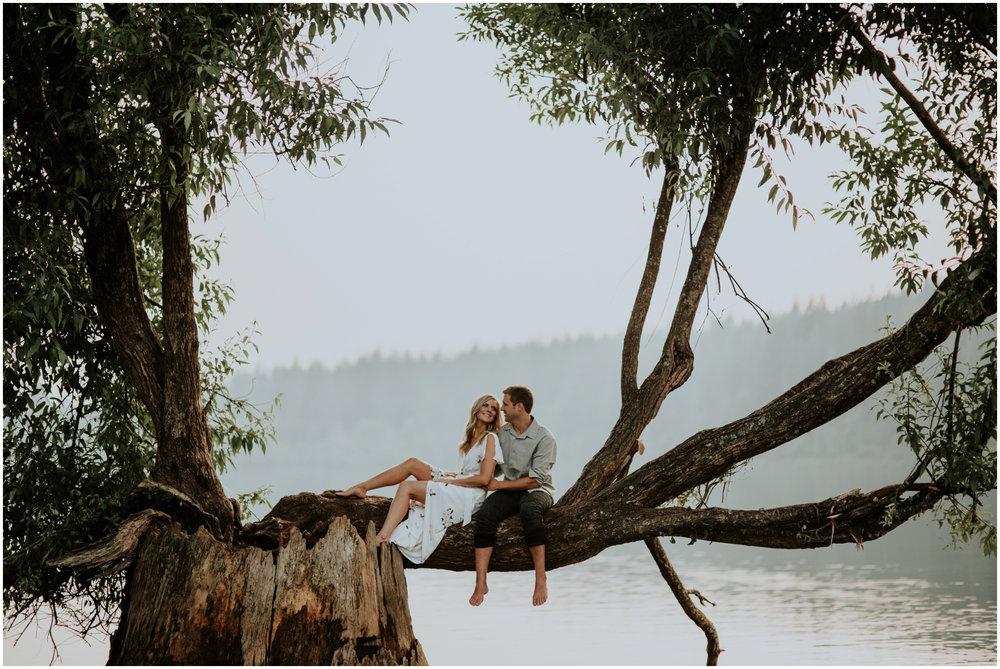 alicia-and-andy-rattlesnake-lake-engagement-session-seattle-wedding-photographer-caitlyn-nikula-026.jpg