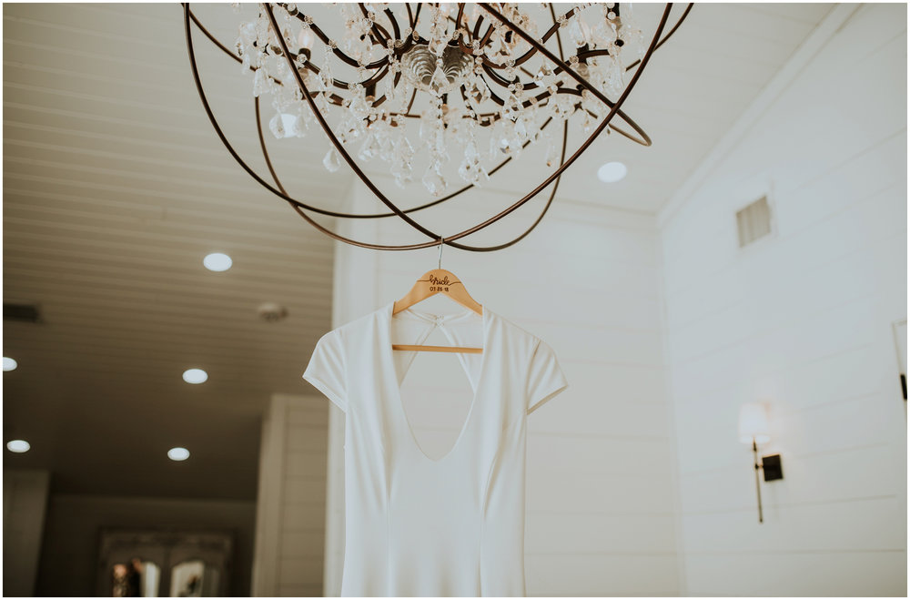 the-farmhouse-wedding-montgomery-texas-erin-nathan-houston-wedding-photographer-caitlyn-nikula-002.jpg