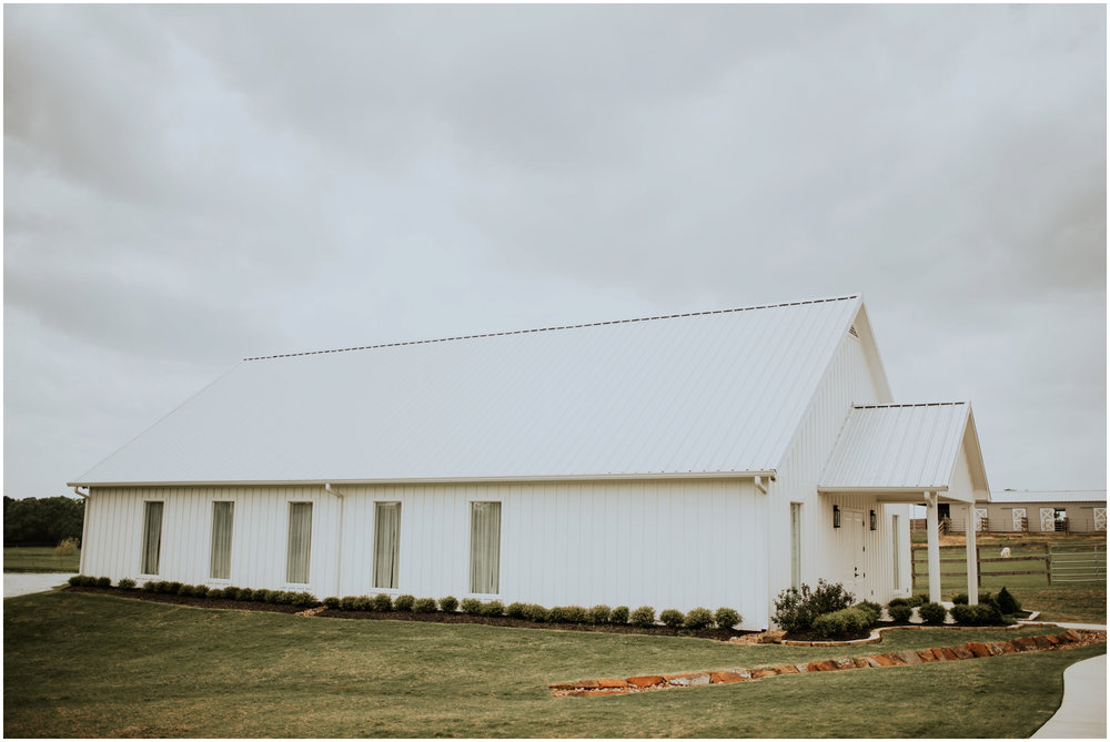 the-farmhouse-wedding-montgomery-texas-erin-nathan-houston-wedding-photographer-caitlyn-nikula-028.jpg
