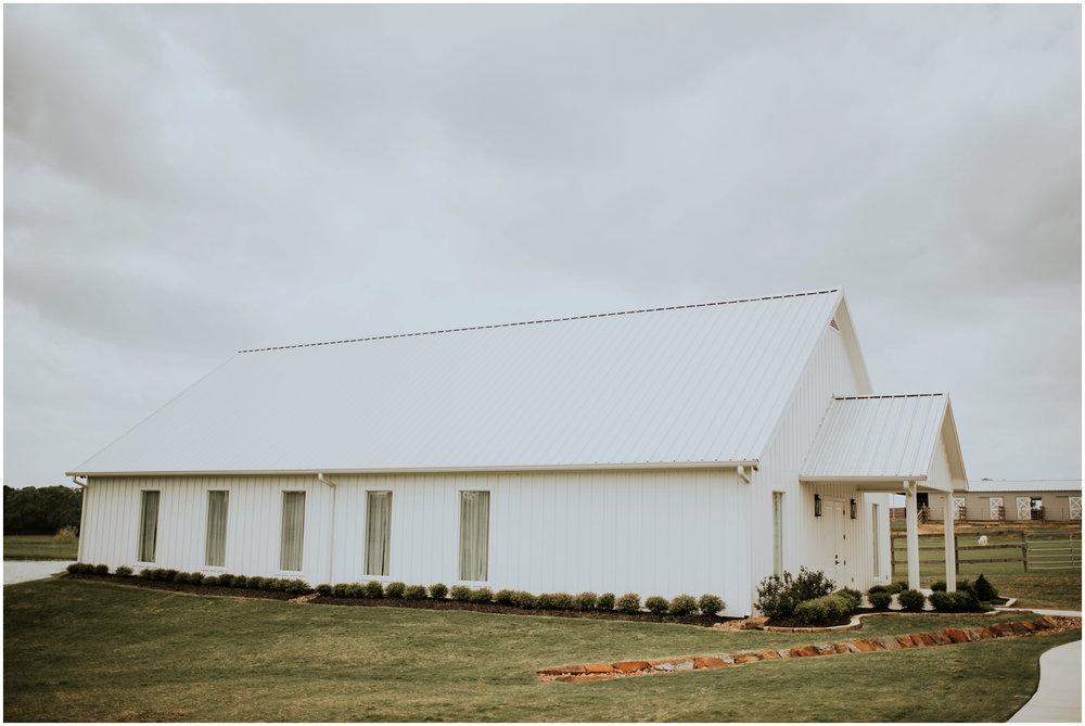 the-farmhouse-wedding-montgomery-texas-erin-nathan-houston-wedding-photographer-caitlyn-nikula-028.jpg