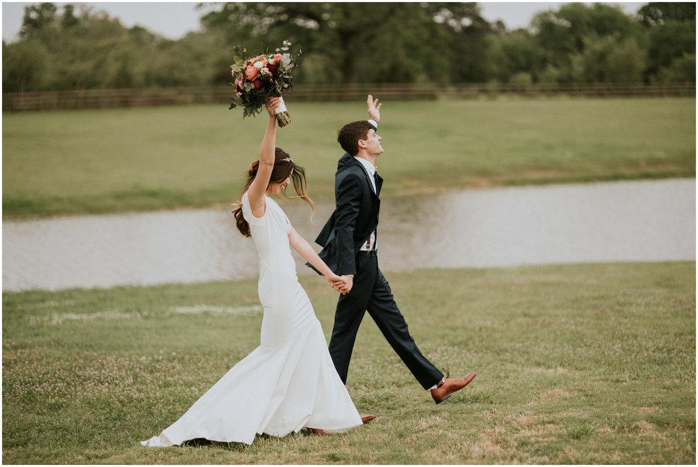 the-farmhouse-wedding-montgomery-texas-erin-nathan-houston-wedding-photographer-caitlyn-nikula-113.jpg
