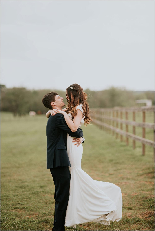 the-farmhouse-wedding-montgomery-texas-erin-nathan-houston-wedding-photographer-caitlyn-nikula-121.jpg