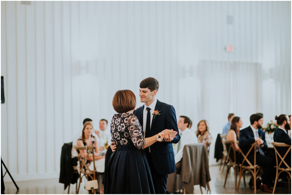 the-farmhouse-wedding-montgomery-texas-erin-nathan-houston-wedding-photographer-caitlyn-nikula-125.jpg