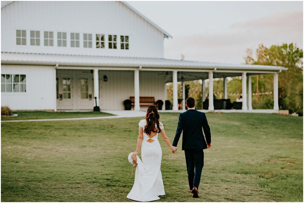 the-farmhouse-wedding-montgomery-texas-erin-nathan-houston-wedding-photographer-caitlyn-nikula-160.jpg