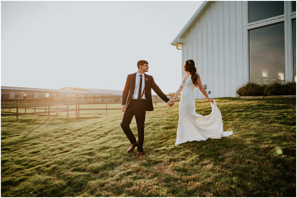 the-farmhouse-wedding-montgomery-texas-erin-nathan-houston-wedding-photographer-caitlyn-nikula-164.jpg