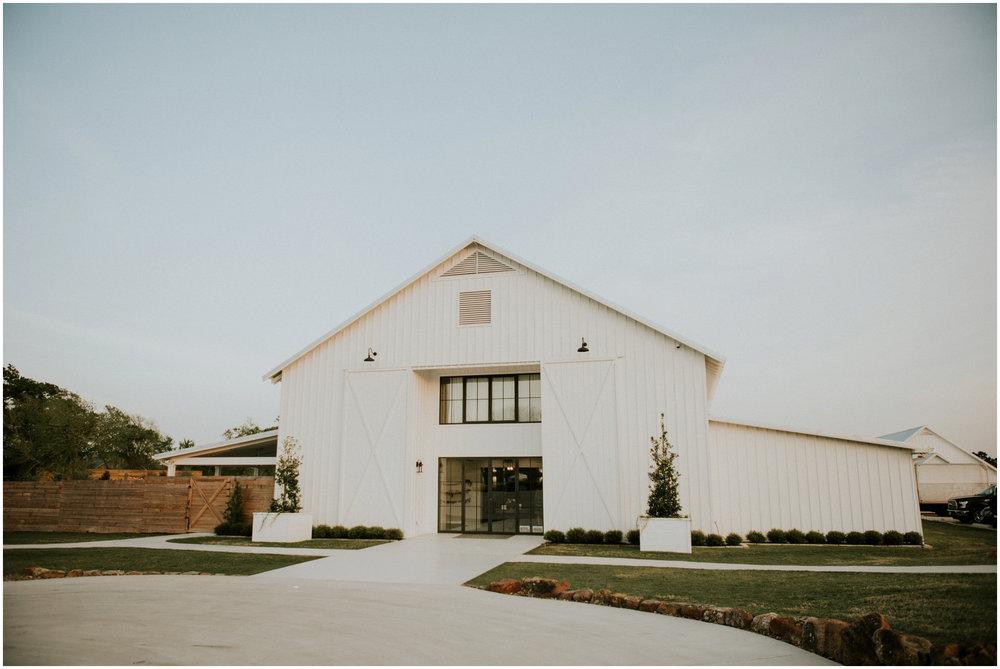 the-farmhouse-wedding-montgomery-texas-erin-nathan-houston-wedding-photographer-caitlyn-nikula-174.jpg