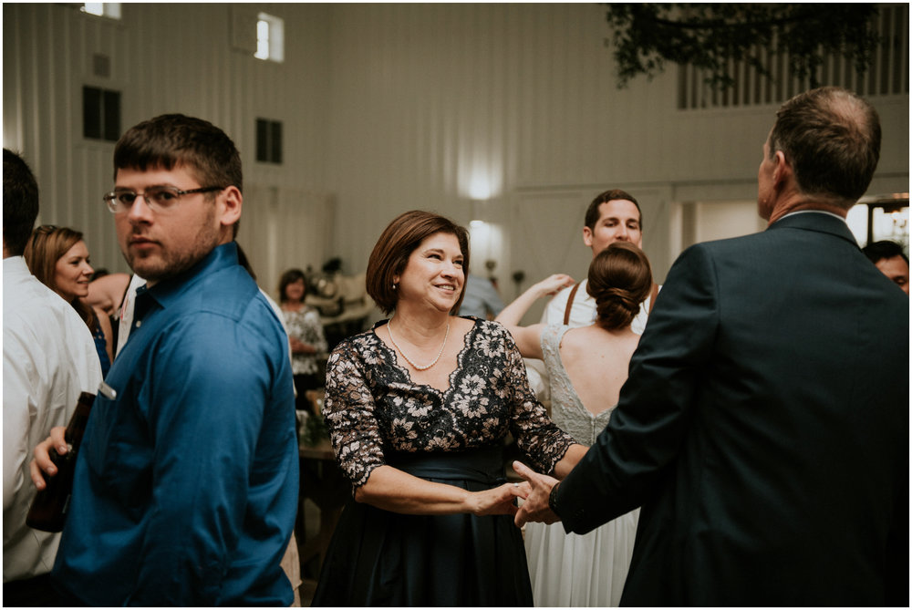 the-farmhouse-wedding-montgomery-texas-erin-nathan-houston-wedding-photographer-caitlyn-nikula-176.jpg