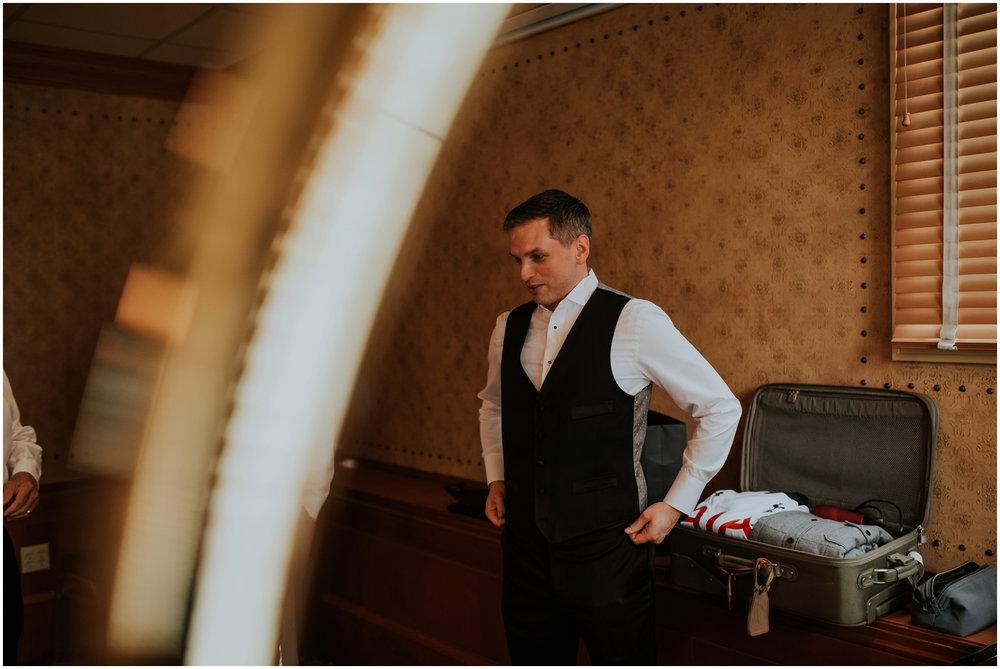 arctic-club-seattle-wedding-terri-and-steve-photographer-caitlyn-nikula-028.jpg