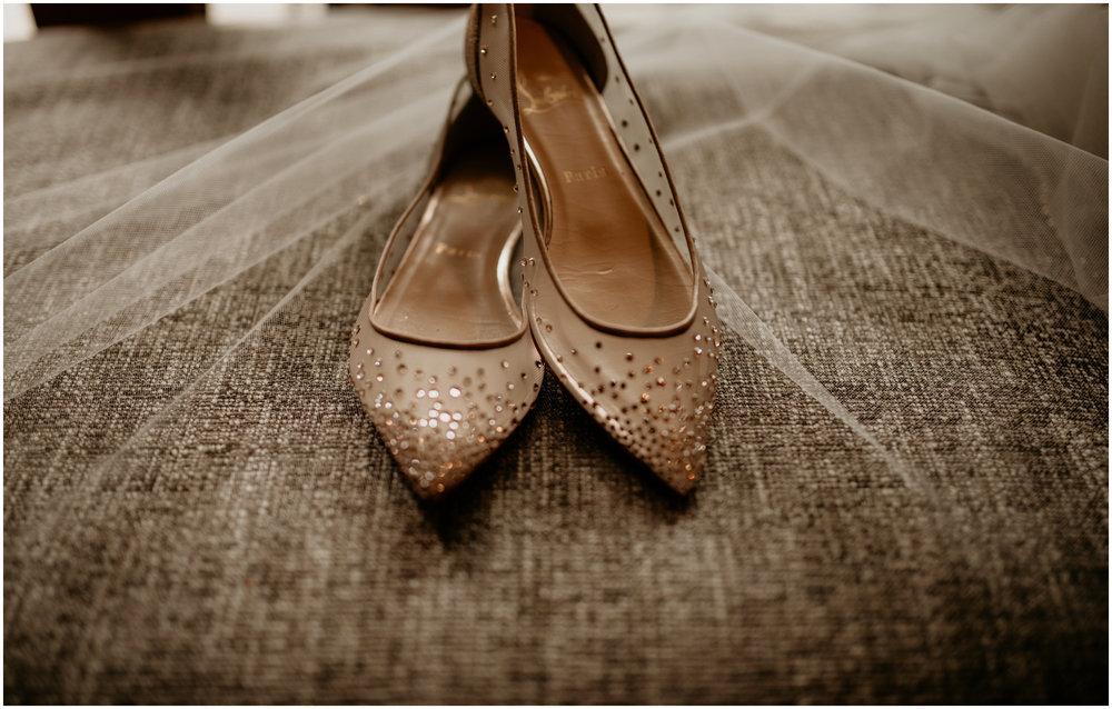 emily-matthew-delille-cellars-venue-seattle-wedding-photographer-004.jpg
