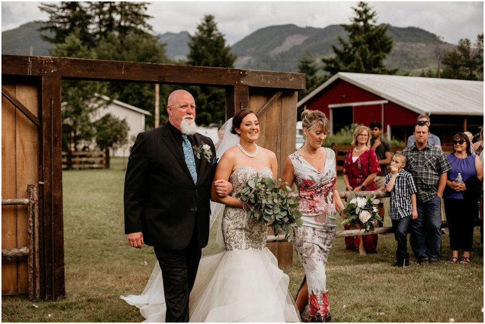 alex-and-matthew-three-cs-farm-venue-seattle-wedding-photographer-100.jpg