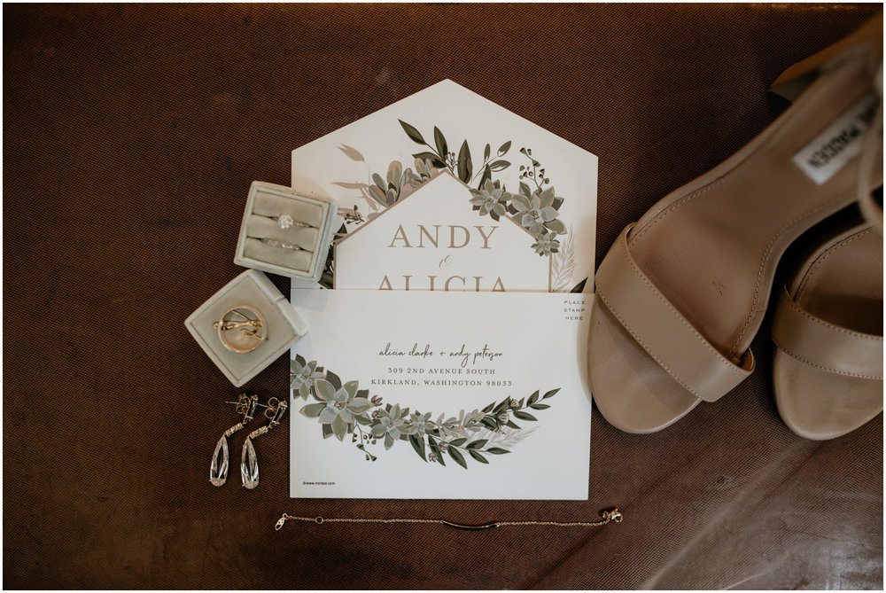 alicia-and-andy-green-gates-at-flowing-lake-seattle-wedding-photographer-003.jpg