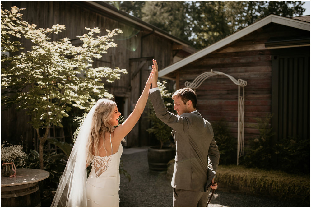 alicia-and-andy-green-gates-at-flowing-lake-seattle-wedding-photographer-075.jpg