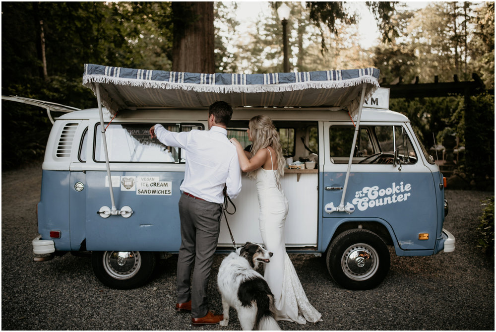 alicia-and-andy-green-gates-at-flowing-lake-seattle-wedding-photographer-127.jpg
