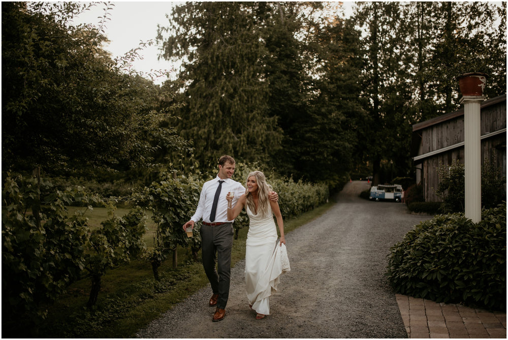 alicia-and-andy-green-gates-at-flowing-lake-seattle-wedding-photographer-147.jpg