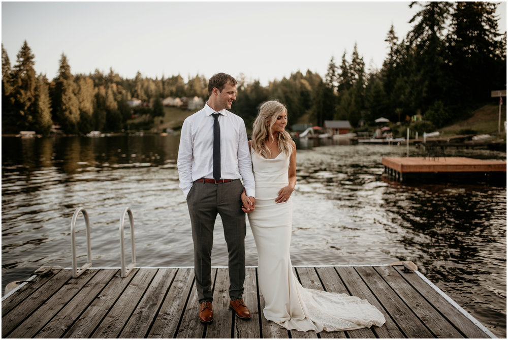 alicia-and-andy-green-gates-at-flowing-lake-seattle-wedding-photographer-154.jpg