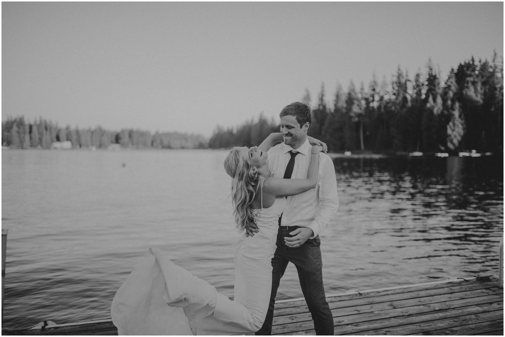 alicia-and-andy-green-gates-at-flowing-lake-seattle-wedding-photographer-163.jpg