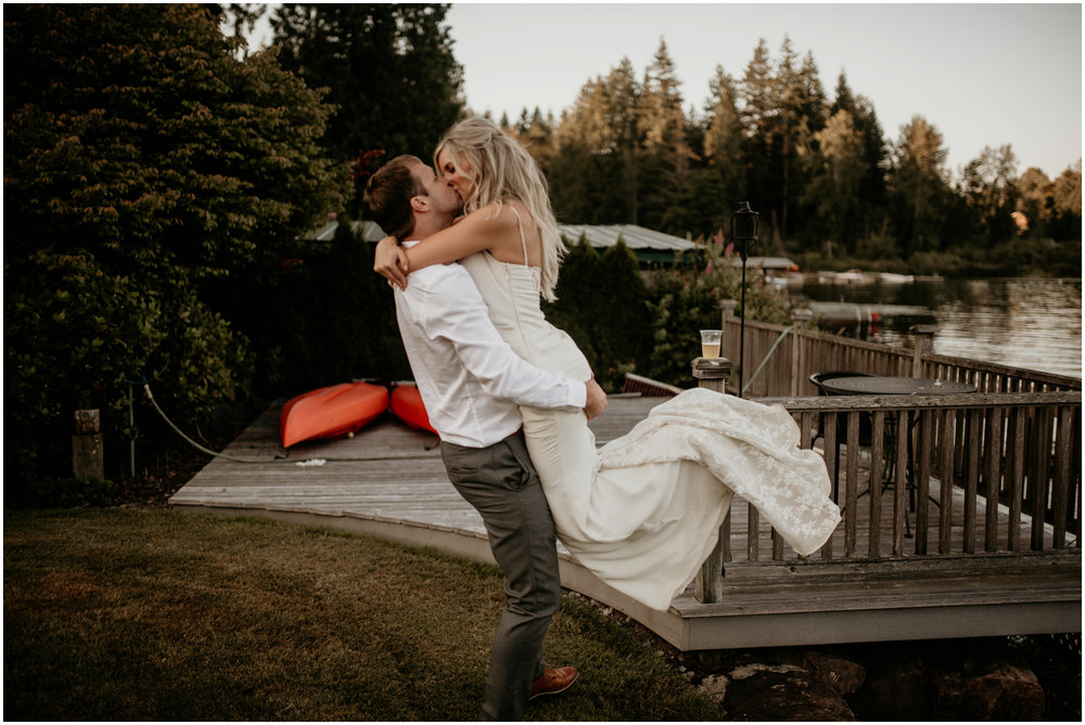 alicia-and-andy-green-gates-at-flowing-lake-seattle-wedding-photographer-165.jpg