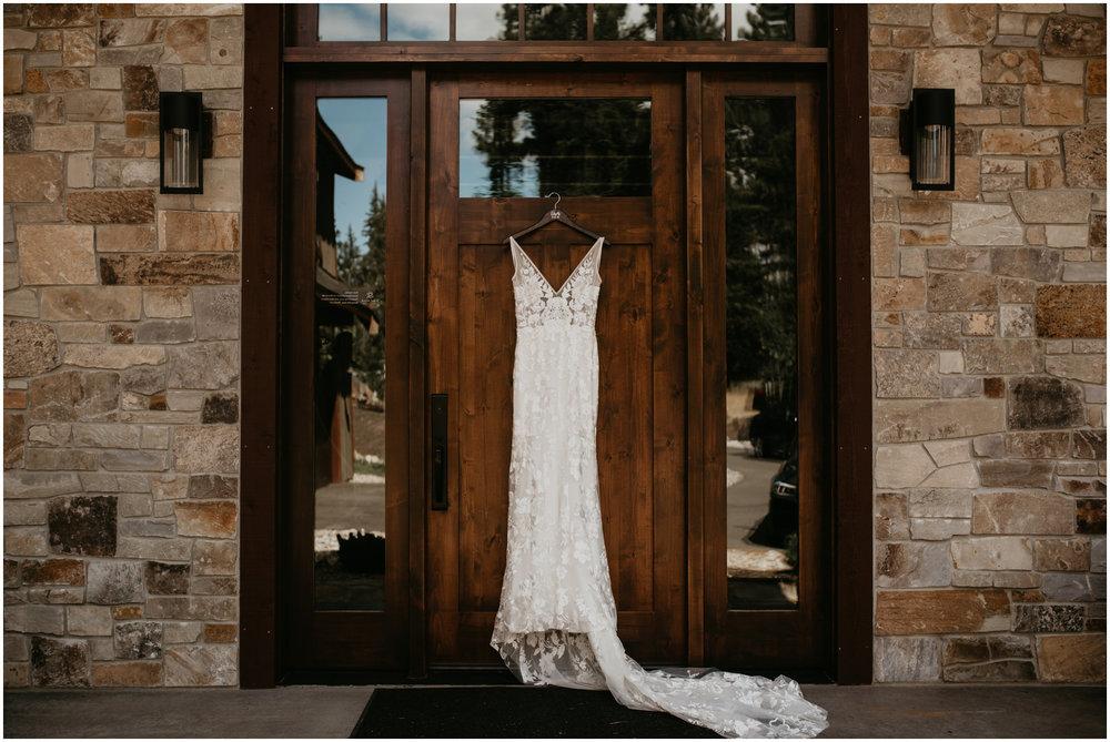 game-of-thrames-swifwater-cellars-seattle-wedding-photorapher-007.jpg