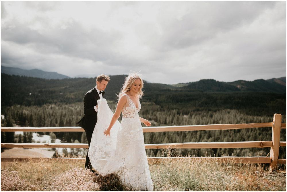 game-of-thrames-swifwater-cellars-seattle-wedding-photorapher-029.jpg