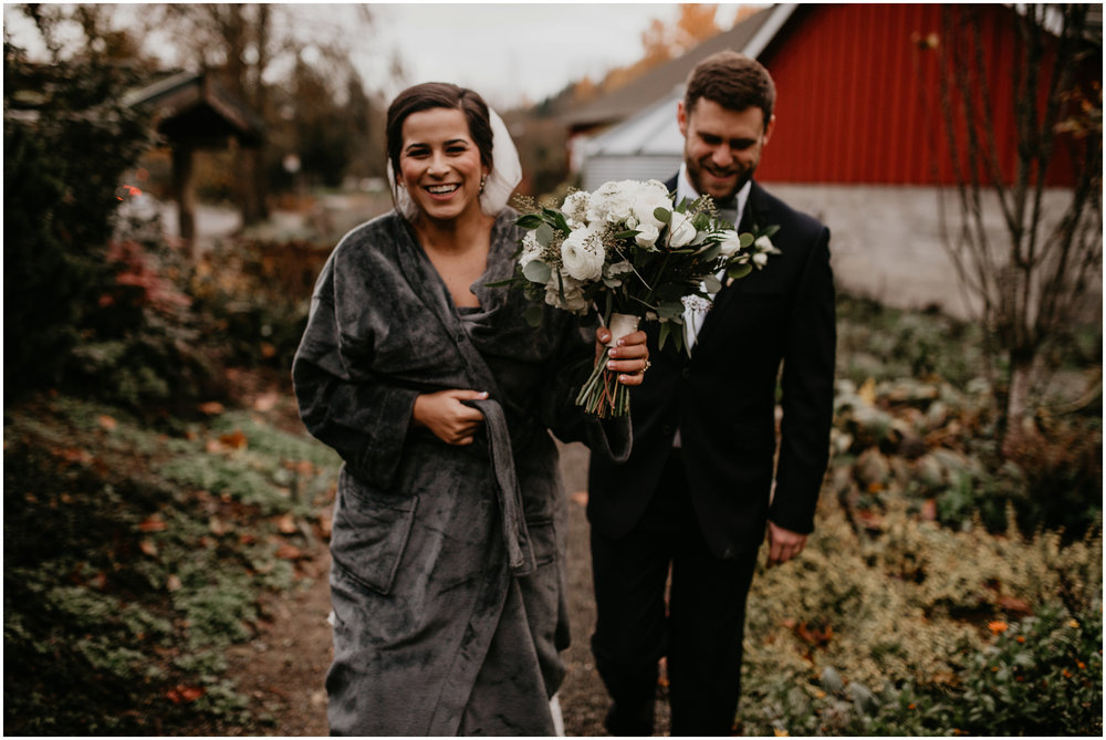 ashley-tj-the-pickering-barn-winter-wedding-seattle-photographer-049.jpg