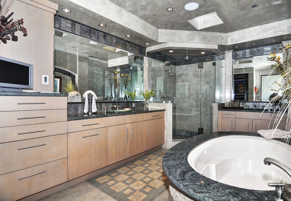 Master Bathroom - Poolside.jpg
