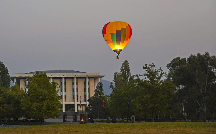 Hot air balloon Canberra.jpg