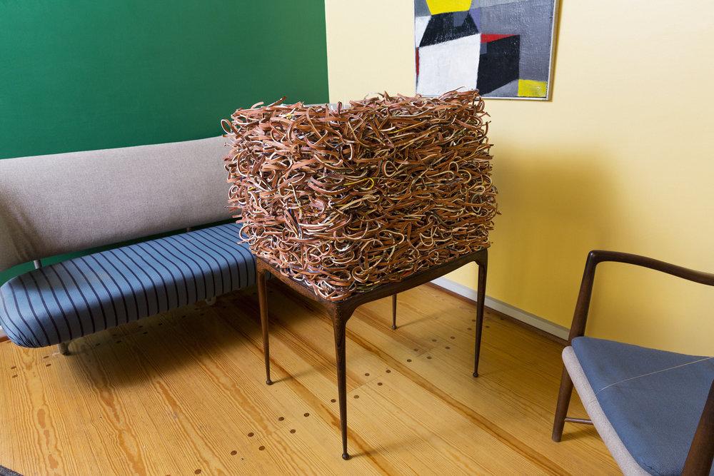 Trine Hovden, Dialog, 2017. Stedsspesifikk skulptur/installasjon – silketrykk på leirgods. Foto: Lykt AS