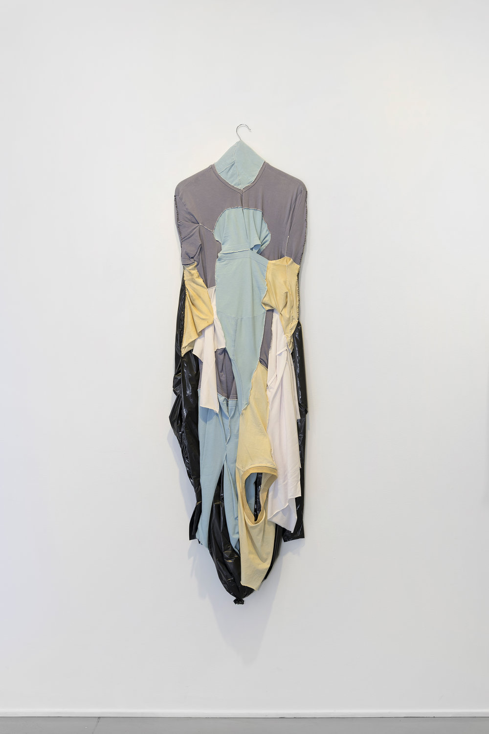 Leif Holmstrand,  Self Portrait (2016),  textile wall sculpture: T-shirt fabric, garbage bag plastic et cetera. Foto: Øystein Thorvaldsen