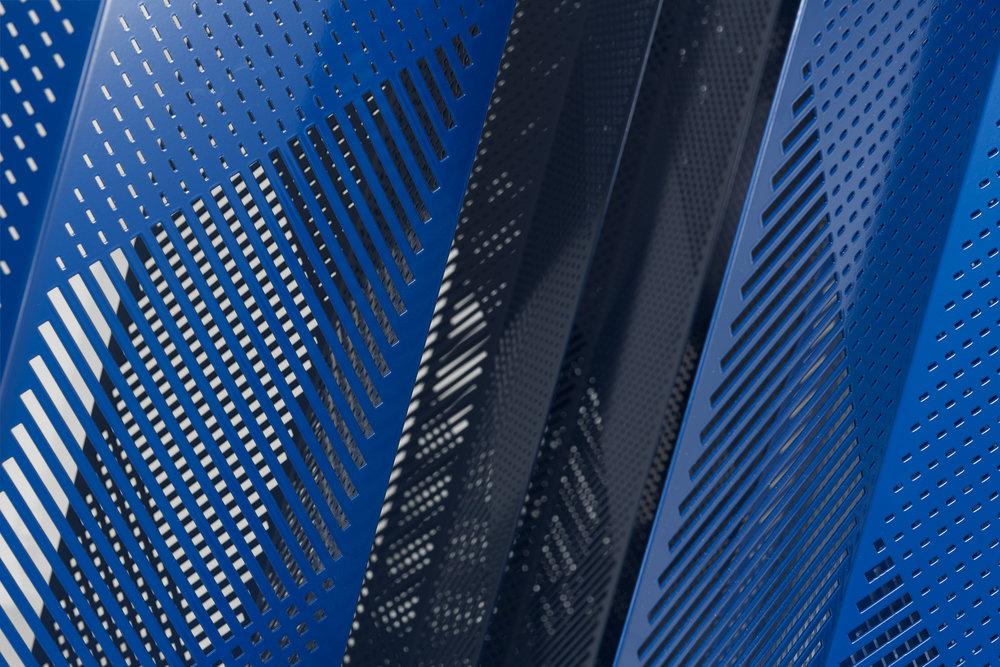 Mikkel Wettre ,   Entoptic Blue , 2018. (Detalj) Stål, elektriske motorer. Foto: Istvan Virag