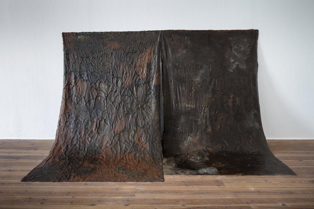 Erna E Skúladóttir,  Skin & Bones , 2018. Relief, pigment av lokal lera, färgmedium, lim. Foto: Pär Fredin