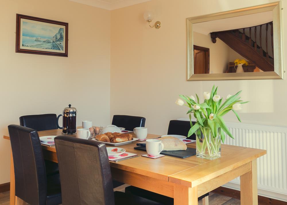 breakfastroom-2.jpg