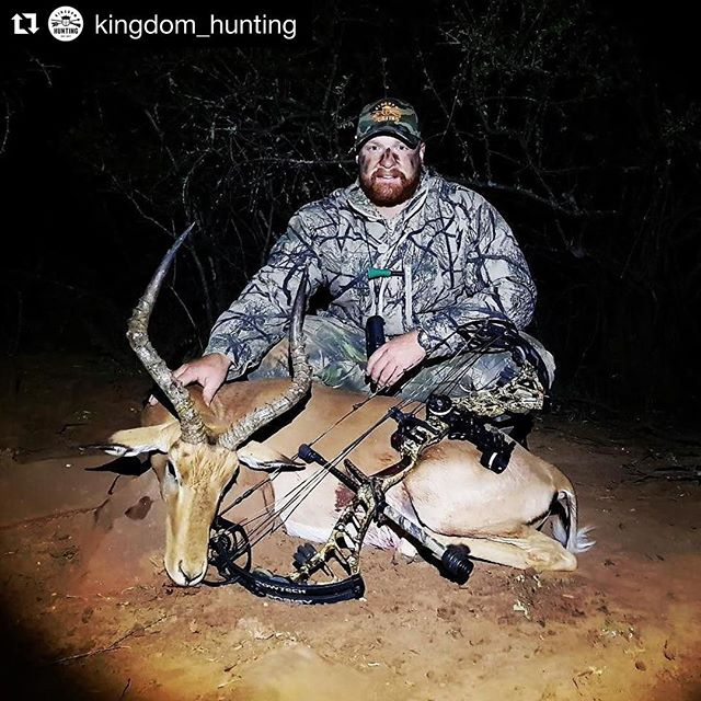 #Repost @kingdom_hunting ・・・ It's always nice to post success, we had a chance for a shot half past twelve in the morning, after a good and long stalk! #Bowtech #Prodigy #ArchersEdge #GoldTipArrows #Bowhunter #ethicalhunter #HHAsights #Shwacker #ZeroBowstrings #littlegoose