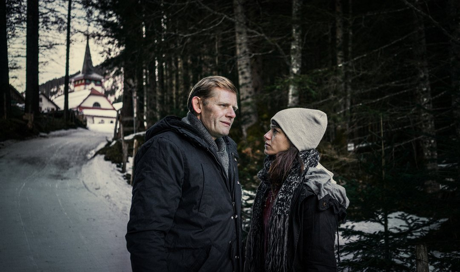 """Die Hauptdarsteller Marcus Signer und Sarah Spale. (SRF-Serie """"WILDER"""") SRF / C-Films / Panimage GmbH"""