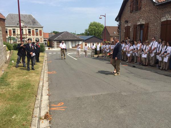 Minister King laying a wreath at Monchy-le-Preux caribou