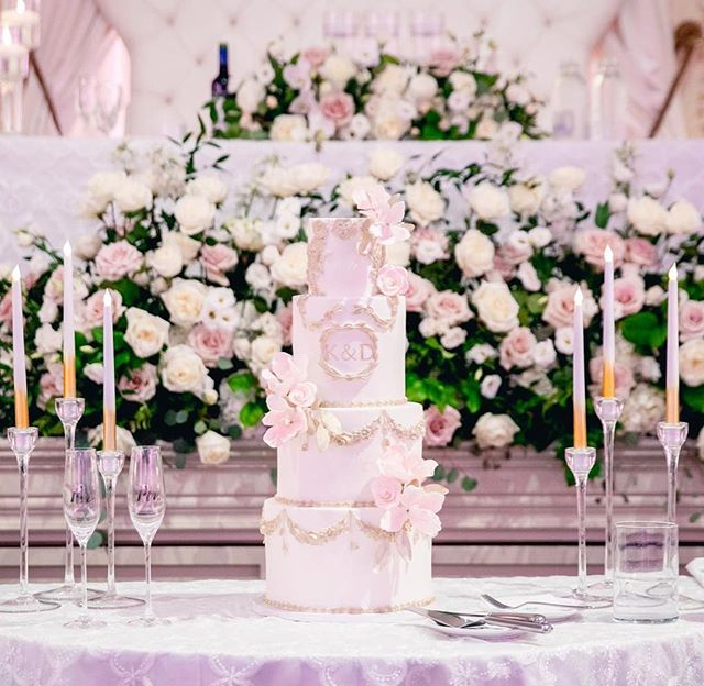 Let's take a moment to admire this royal wedding cake we made for K&D in August #weddingplanners @gem_and.i  #weddingphotographer @focuswedding  #weddingcake @mrs_posh_