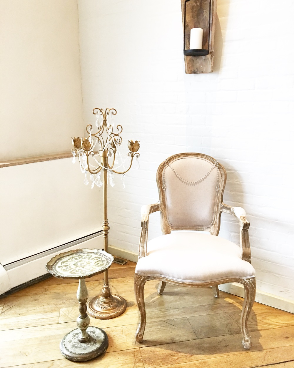 BRIDAL CHAIR W/ STANDING CANDELABRA