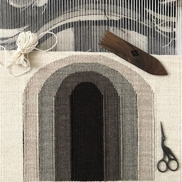Almost at the finish line... I can't wait to complete this piece! 〰️〰️〰️ . . . . #wip #almostdone #tools #behindthescenes #creative #creativelife #weaving #highlandwool #peruvianwool #wool #handwoven #textiles #handmade #loom #mirrix #mirrixlooms #mirrixmade #thewovencraft #weavingnewjersey #neutrals #weavingtools #tejido #hechoamano #neutralshades #telar #lana