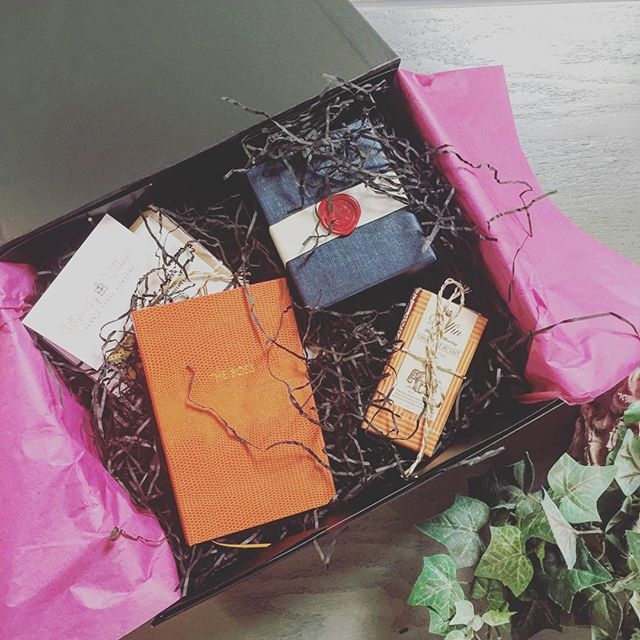 Gorgeous blue and vibrant orange gift box heading out the door this morning! #whimsyandwilbur #sendandspoilsomeone #mothersday #giftidea #gifts #giftbox #hamper #curated #entrepreneur #spoil #candle #present #chocolate #dolfin #sloane #anyoccasion #london #bucks #interior #picoftheday #pretty