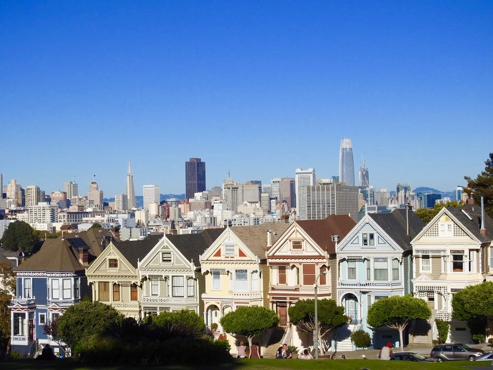 The Painted Ladies - Seven Sisters houses in Alamo Square Park