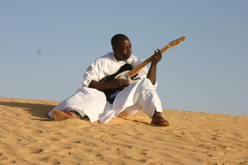 VFT_GuitarSand_(By Lassi Koné).jpg