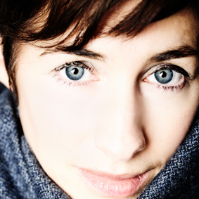 Julie McKee: London-based, classically trained, jazz-influenced storytelling singer-songwriter.