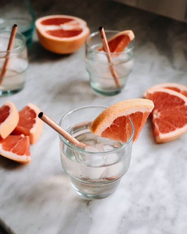 With temperatures in the mid-70's this week, we are obviously celebrating with grapefruit G&T's! 🍹 Who else is excited about this spring weather in the middle of winter?