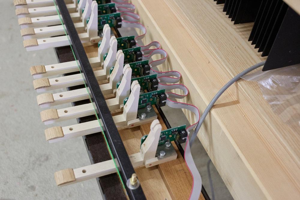 Pedalabgänge Eines Elektr.Spieltisches