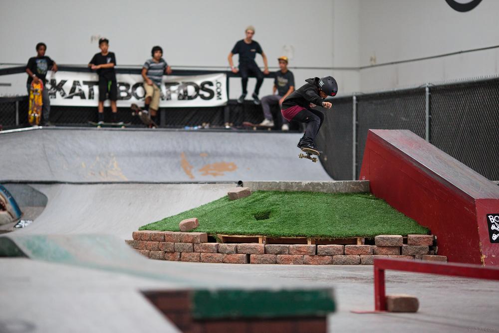skate_gap_helmet_ollie.jpg