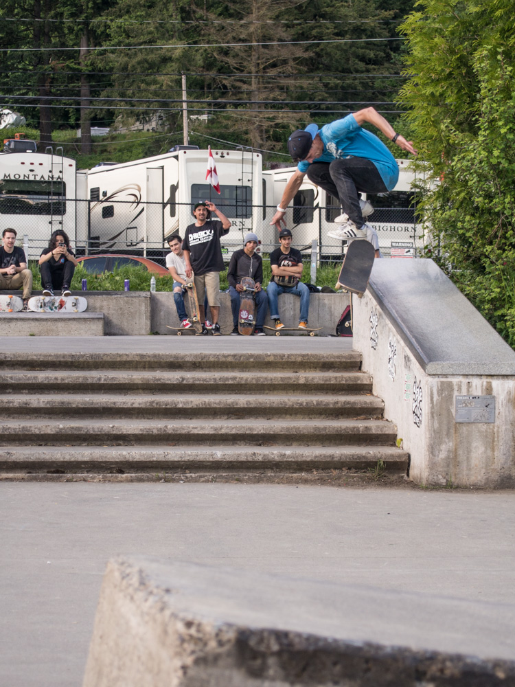 James McCoy - Hardflip 50-50