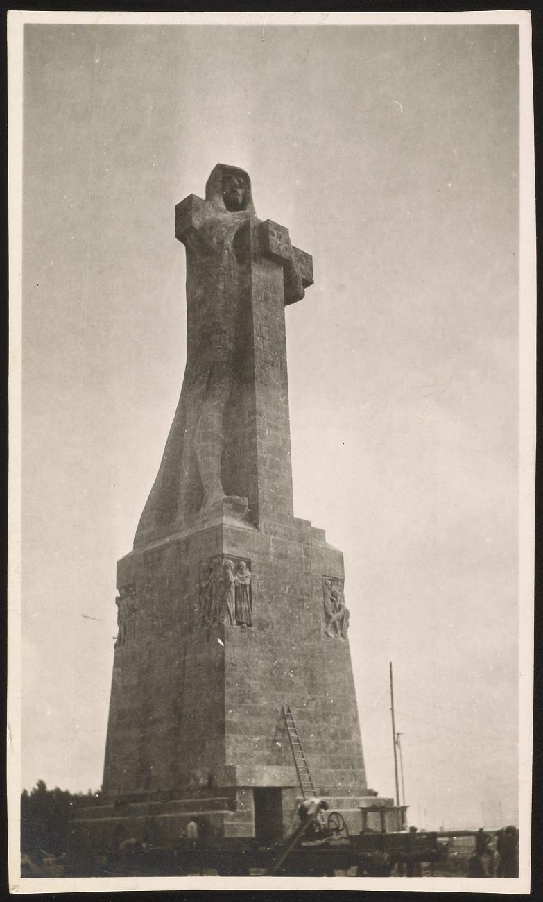 02 colombus memorial.jpg
